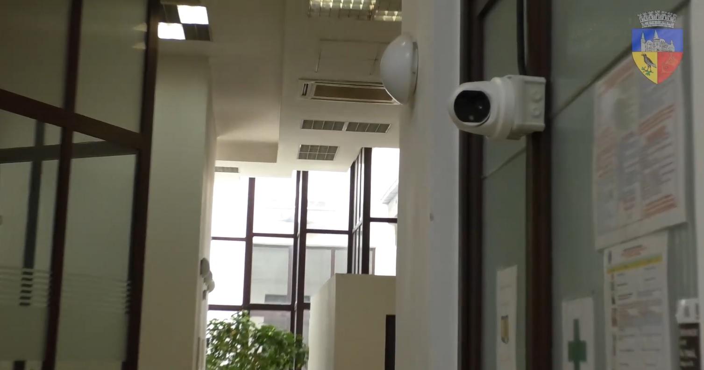 Camere cu alarmă și termoviziune, montate la Primăria Hunedoara