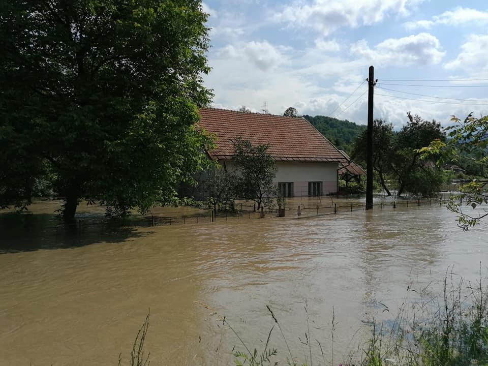 400 de gospodării afectate de inundațiile din Valea Jiului și aproape 300 de persoane autoevacuate. Din fericire, nu a fost înregistrat niciun deces