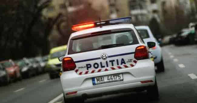 Urmărire spectaculoasă la Petroșani. Un tânăr a fugit de polițiști pentru că nu avea permis, iar în mașină ar fi avut droguri