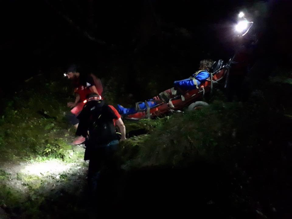 Intervenţie nocturnă a salvamontiştilor hunedoreni în Retezat. În sprijinul unei tinere rănite şi a unui grup de turişti epuizaţi