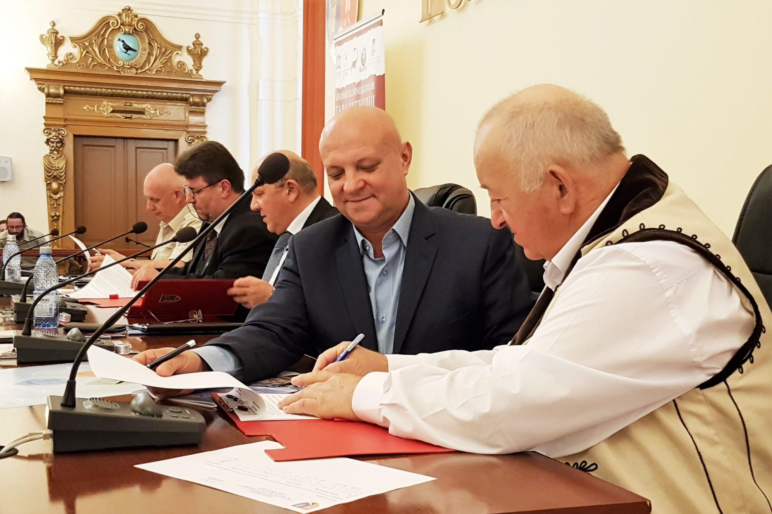 Primul român membru în Consiliul Geoparcurilor Internaționale UNESCO este directorul geoparcului din Țara Hațegului