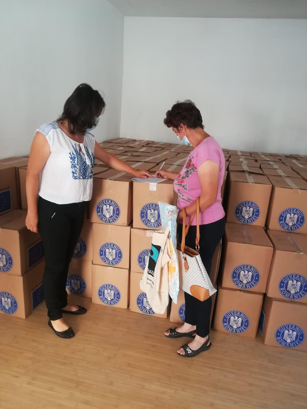 Continuă distribuirea ajutoarelor alimentare în județ