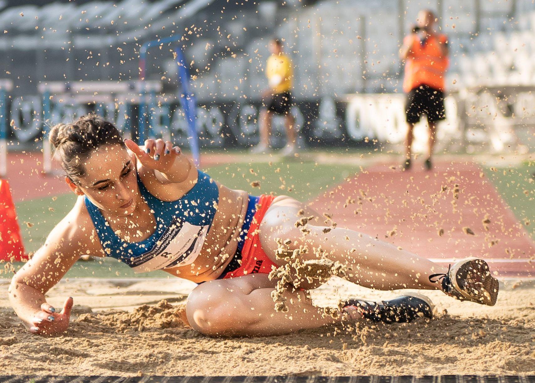 """Florentina Iuşco, de două ori pe primul loc în """"Cupa României"""". Atleta din Deva, victorioasă şi la săritura în lungime"""