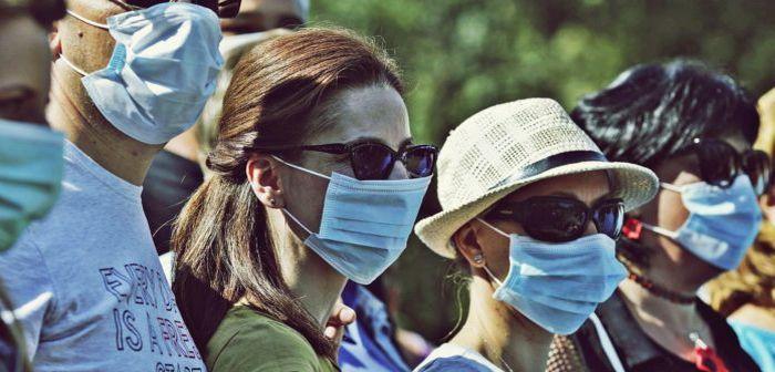 Purtarea măștii faciale de protecție, obligatorie, de astăzi, în spațiile aglomerate deschise, din județ