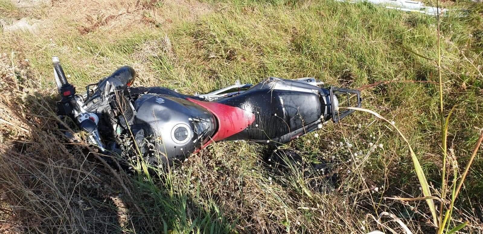 """Motociclist rănit grav, după ce """"a zburat"""" de pe șosea"""