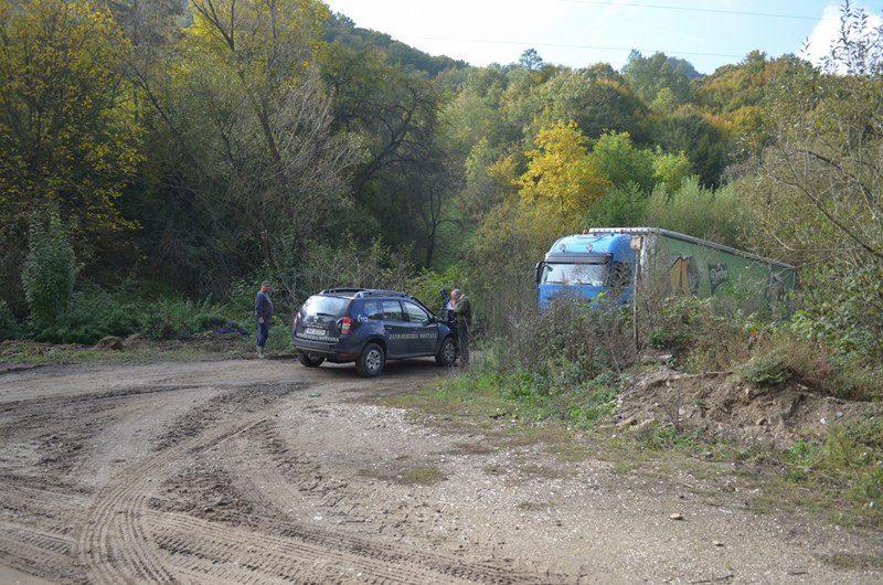 Transport ilegal de material lemnos depistat de jandarmii montani