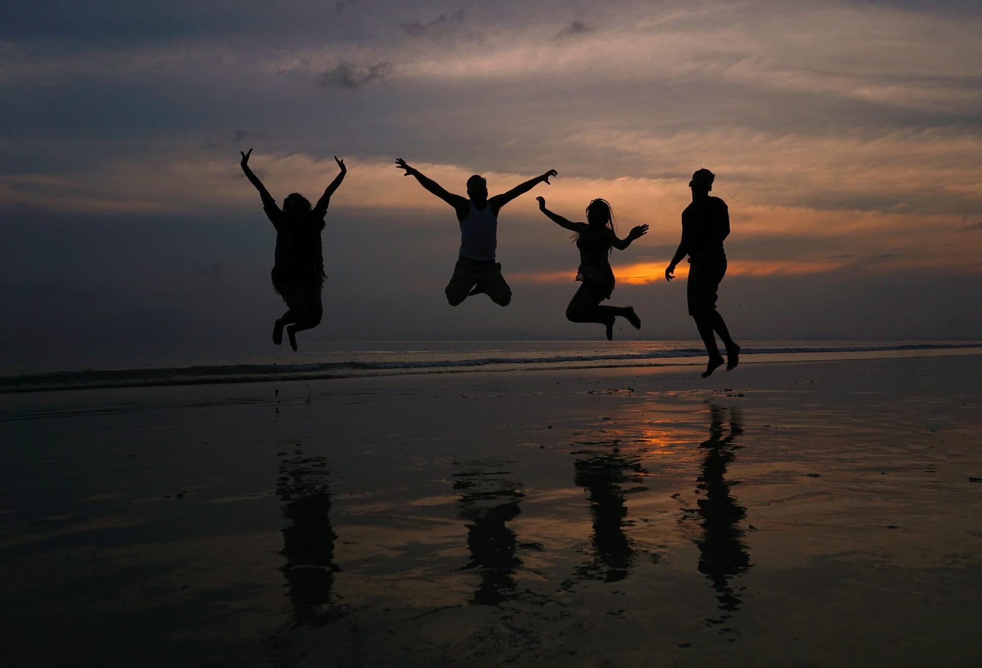 Pleci la mare cu prietenii? Iată 3 activități cool pe care le puteți face!