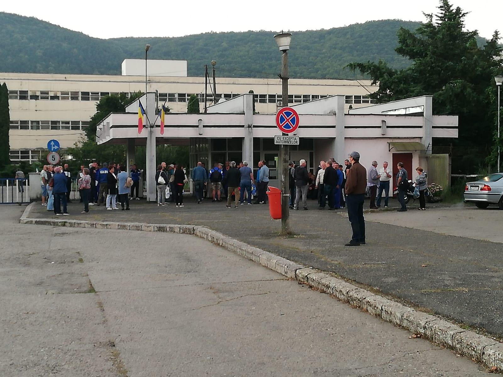 Angajații de la Termocentrala Mintia protestează pentru a treia zi consecutiv. Cărbunele a ajuns, dar centrala rămâne oprită