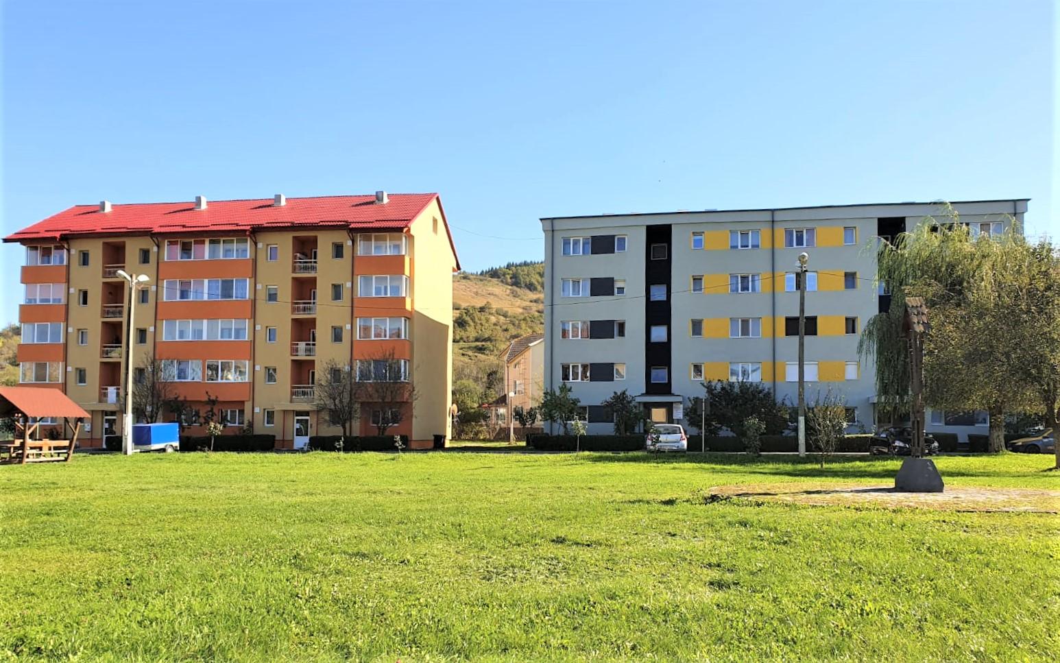 Locuințe mai primitoare și călduroase pentru 245 de familii din Brad