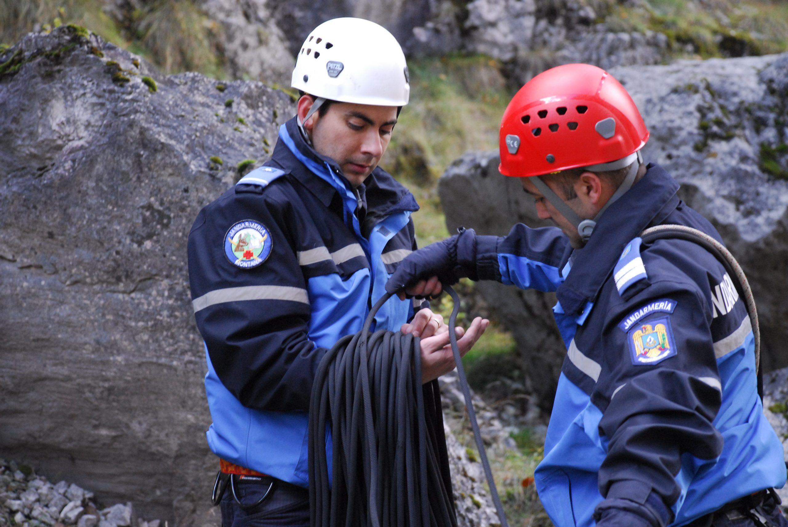 Jandarmii montani, acreditați pentru a interveni în salvarea persoanelor accidentate pe munte