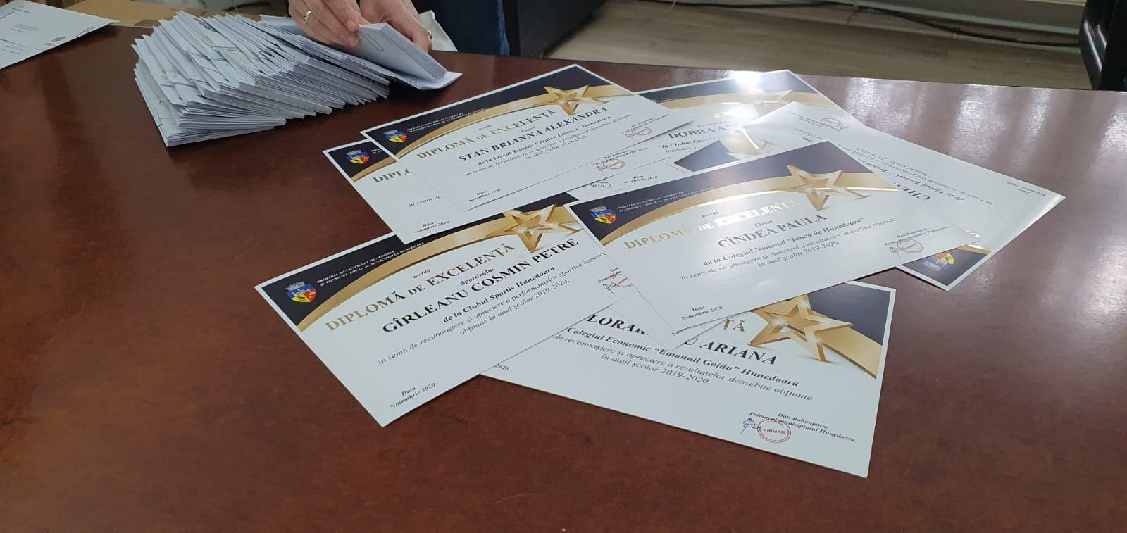 Excelența, răsplătită. Premii pentru cei mai merituoși elevi și sportivi din Hunedoara, din partea primăriei