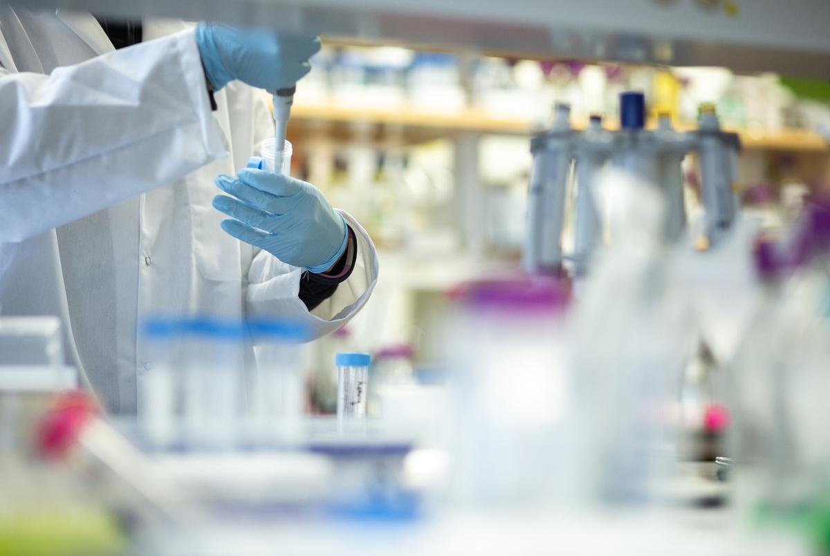 208 cazuri noi de coronavirus, raportate în județul Hunedoara, în ultimele 24 de ore. O nouă zi cu peste 10.000 de îmbolnăviri în țară
