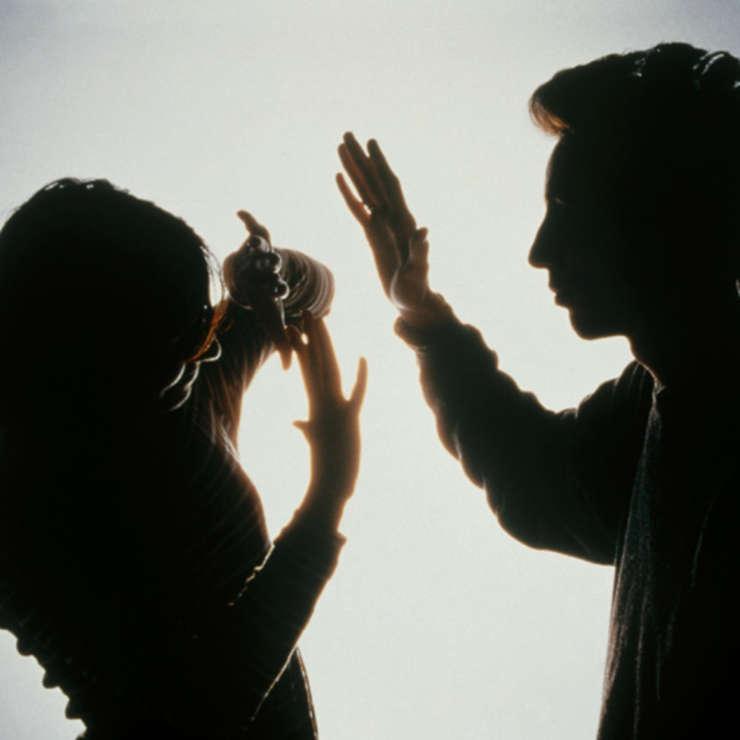 Femeie agresată și amenințată de soț. Polițiștii au emis un ordin de protecție