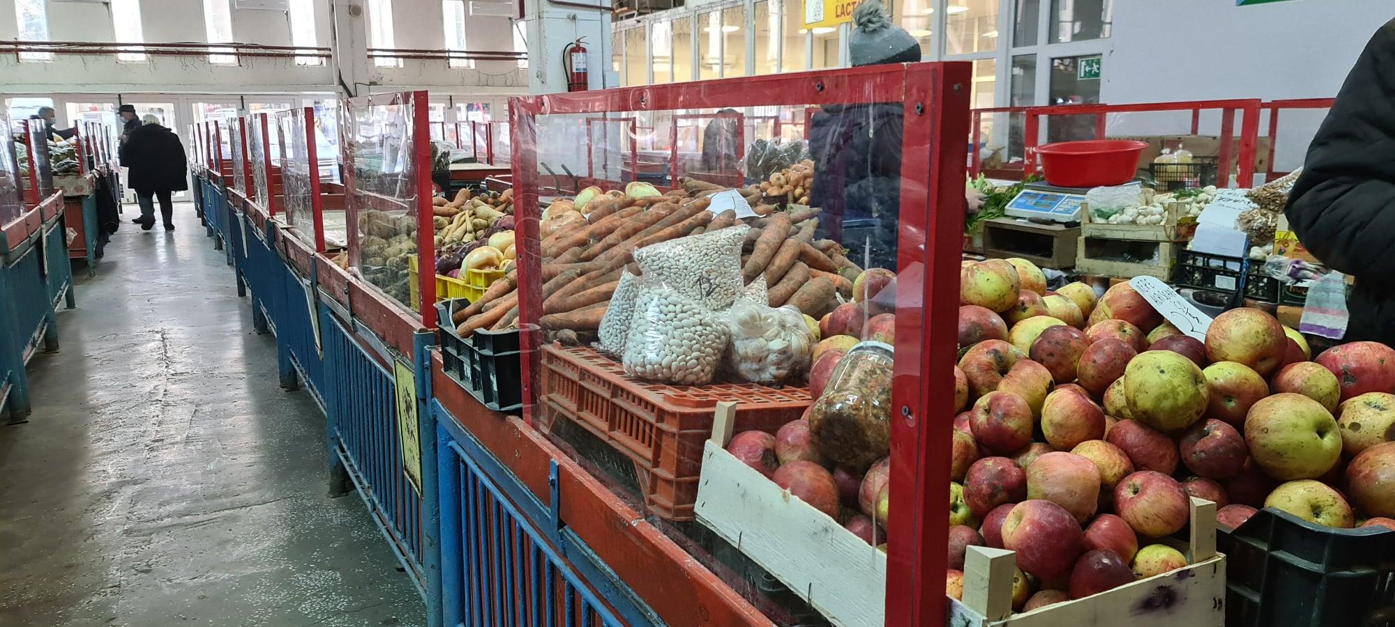 Panouri de protecție transparente, montate în piețele agroalimentare din Hunedoara