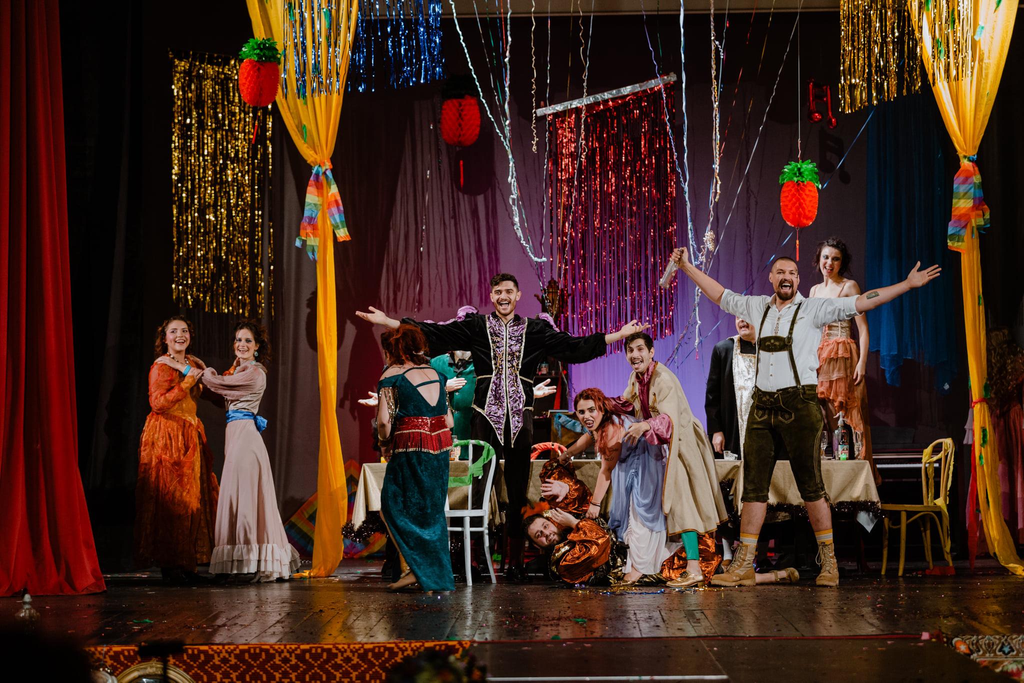 """Se redeschid porțile Teatrului de Artă Deva. """"D'ale carnavalului"""" se joacă mâine în sala de spectacole"""