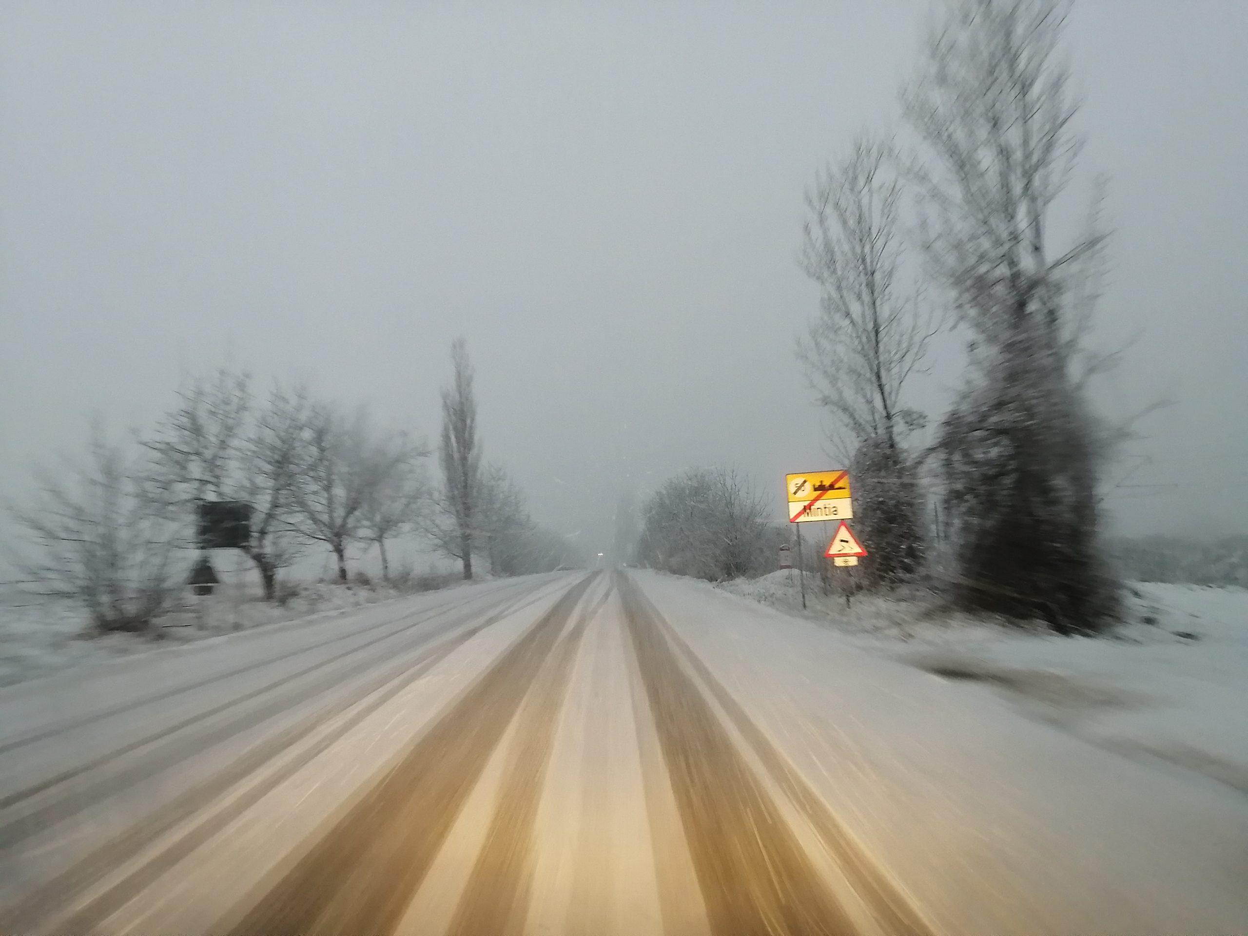 Foto/Video: Atenție, șoferi! DN7 acoperit de zăpadă. Se circulă în condiții de iarna