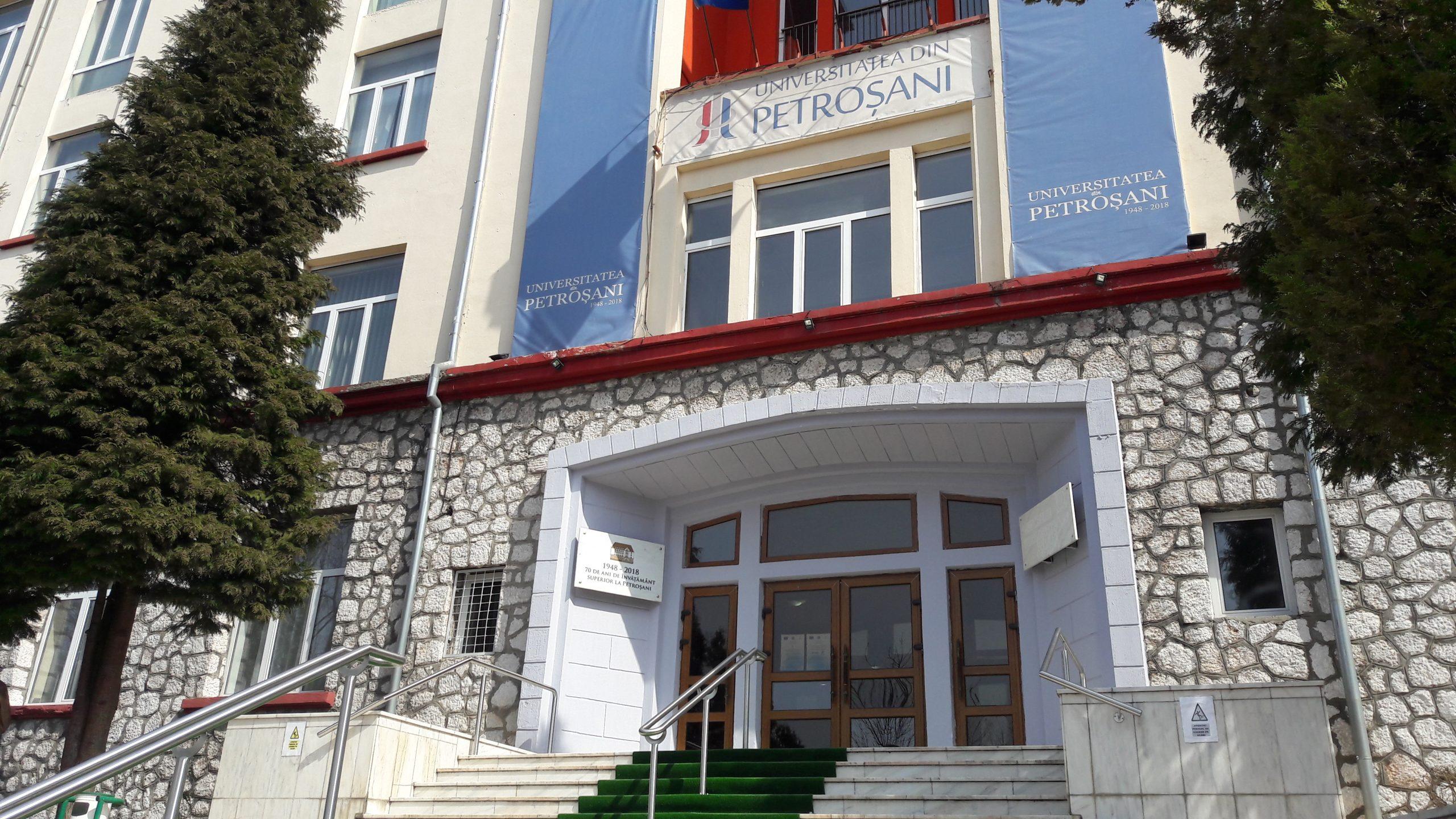 Universitatea Petroşani: Peste 220, dintre cele aproape 300, de cadre didactice şi personal auxiliar doresc să se vaccineze împotriva COVID-19