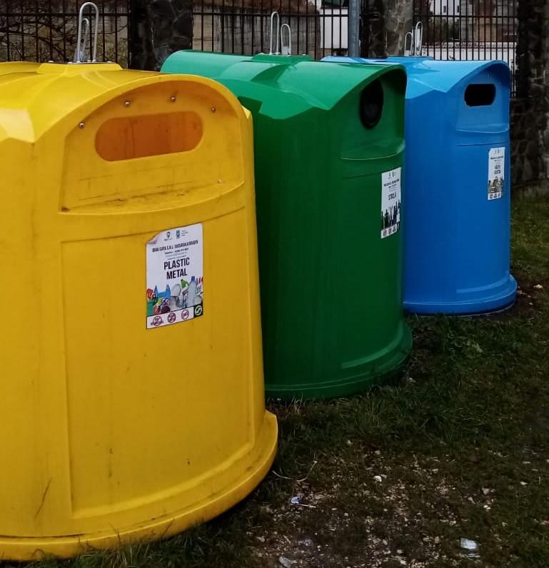 Statistică: 60% din colectarea separată din România se face prin pubele stradale colorate