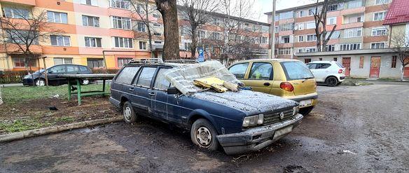 Regulament nou privind mașinile abandonate în Hunedoara. Proprietarii vor fi sancționați