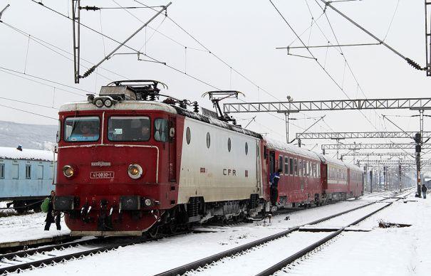 Frigul a dus la deformarea șinei de cale ferată. Traficul feroviar între Arad -Deva, întrerupt