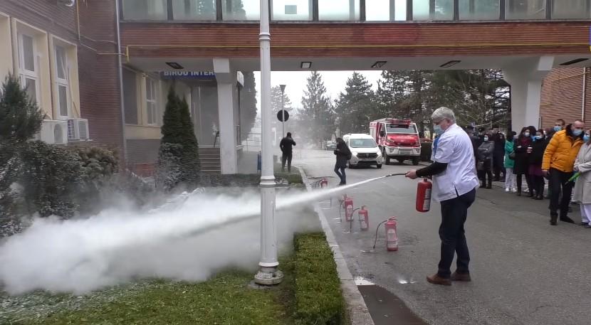Angajații Spitalului din Hunedoara, instruiți de pompieri pentru a putea preveni un incendiu