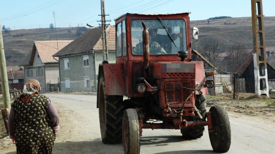 Beat turtă, și-a bătut părinții și a plecat cu tractorul prin sat. Polițiștii au depistat o serie de alte infracțiuni comise de acesta