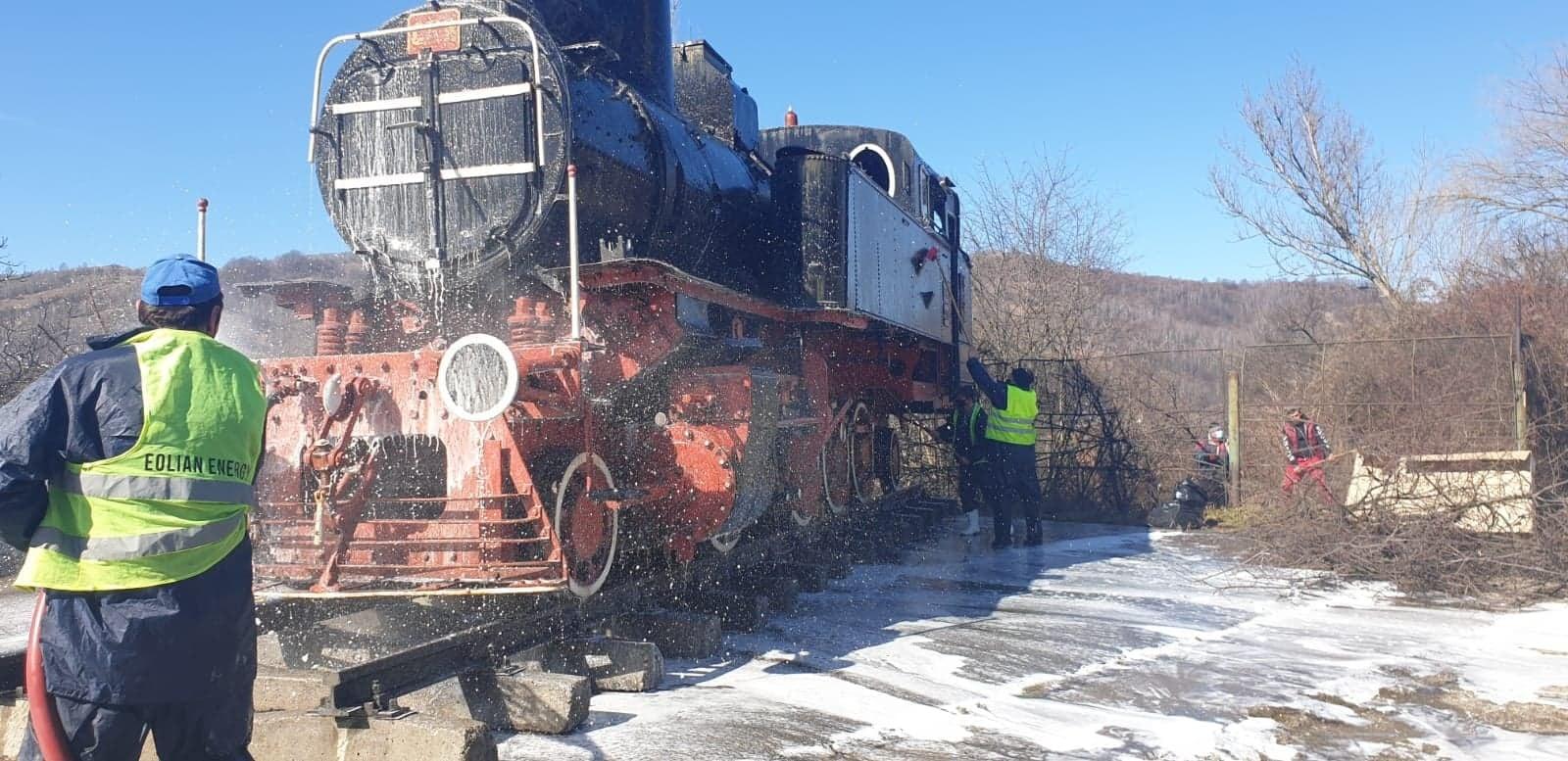 Locomotiva cu abur de la intrarea în Petroșani, recondiționată