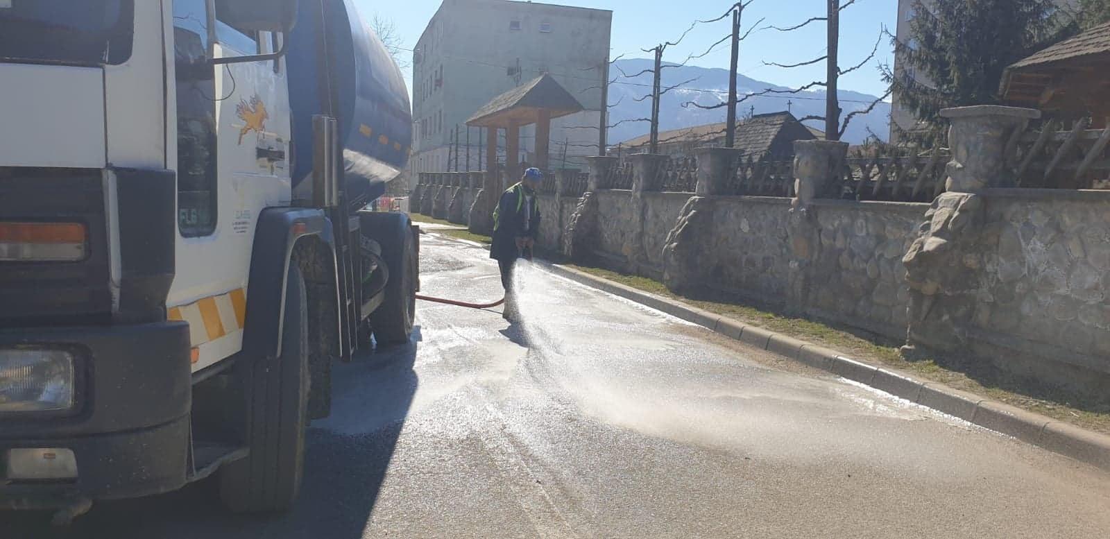 La Petroșani, s-a reluat dezinfecția în spațiile publice. Școlile rămân deschise