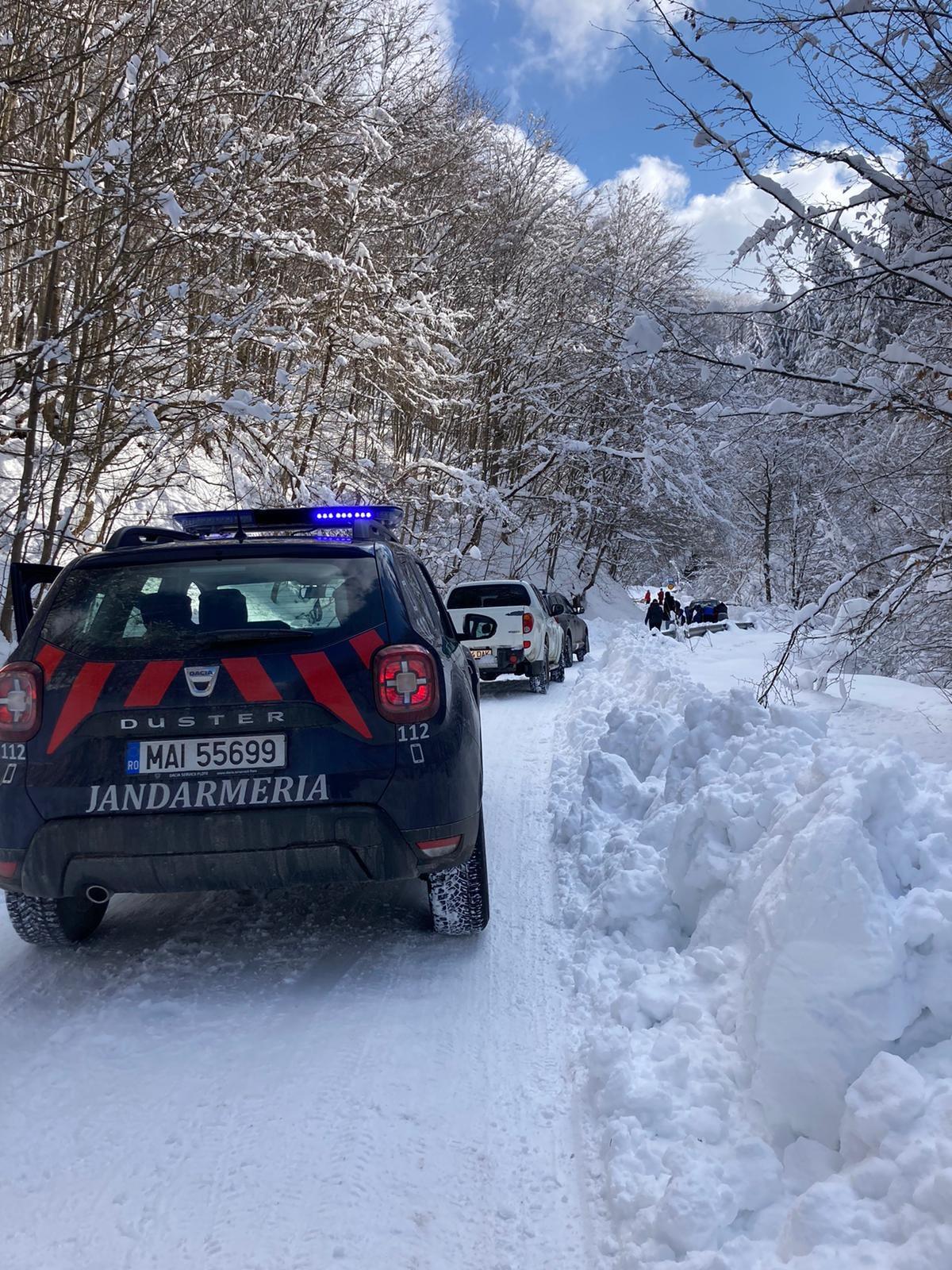 Atenţie! Trafic îngreunat spre cetatea dacică Sarmizegetusa Regia, din cauza zăpezii