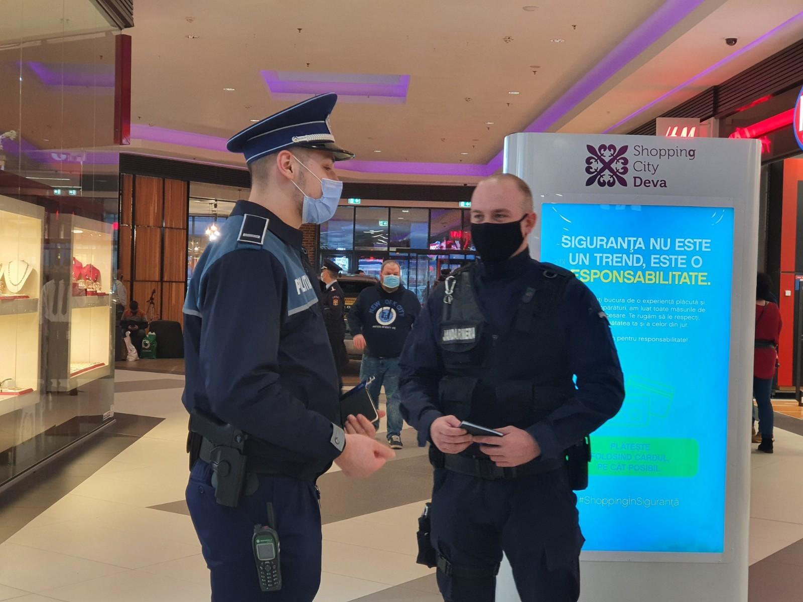 Zeci de sancțiuni, aplicate într-o singură zi, pentru neportul măștii de protecție facială