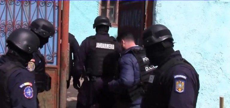 Percheziții în Hunedoara, la un bărbat acuzat de pornografie infantilă
