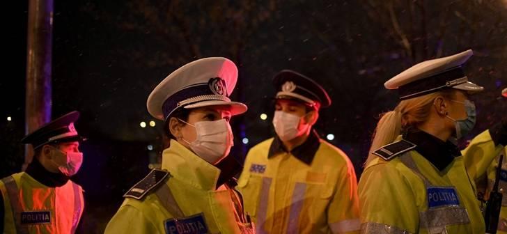 Zeci de petrecăreți, prinși de polițiști la evenimente organizate în Petroșani