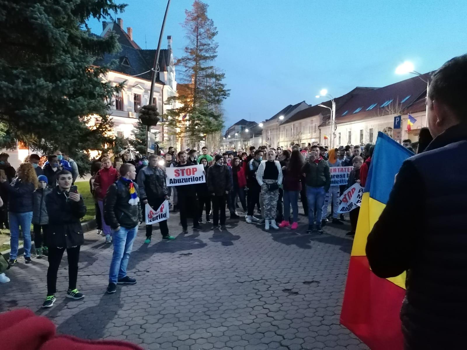 Zeci de sancțiuni aplicate protestatarilor din județ. Se anunță noi manifestații