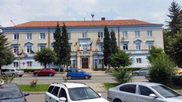 Scutiri la plata impozitului pe clădiri și bilete gratuite de călătorie, în Petroșani