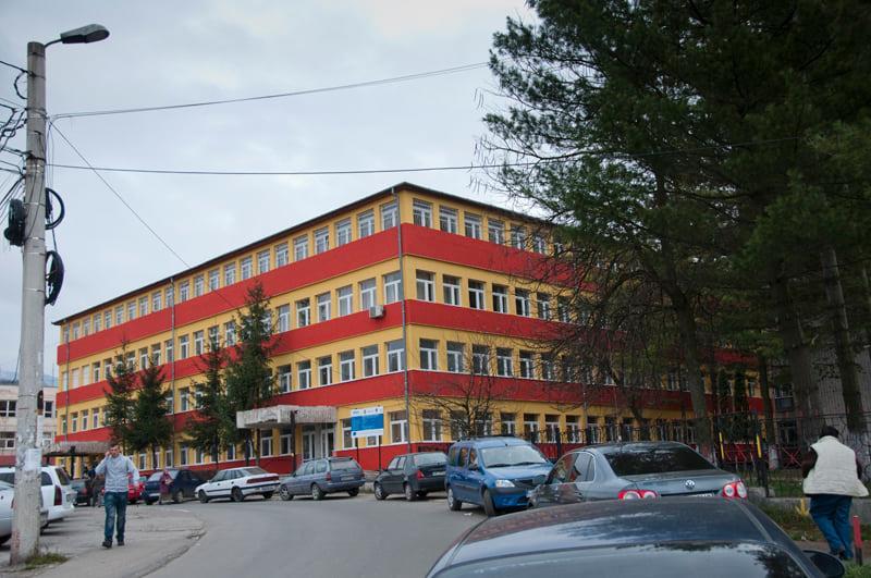 Peste o sută de locuri de parcare, amenajate în zona Spitalului Municipiului Petroșani