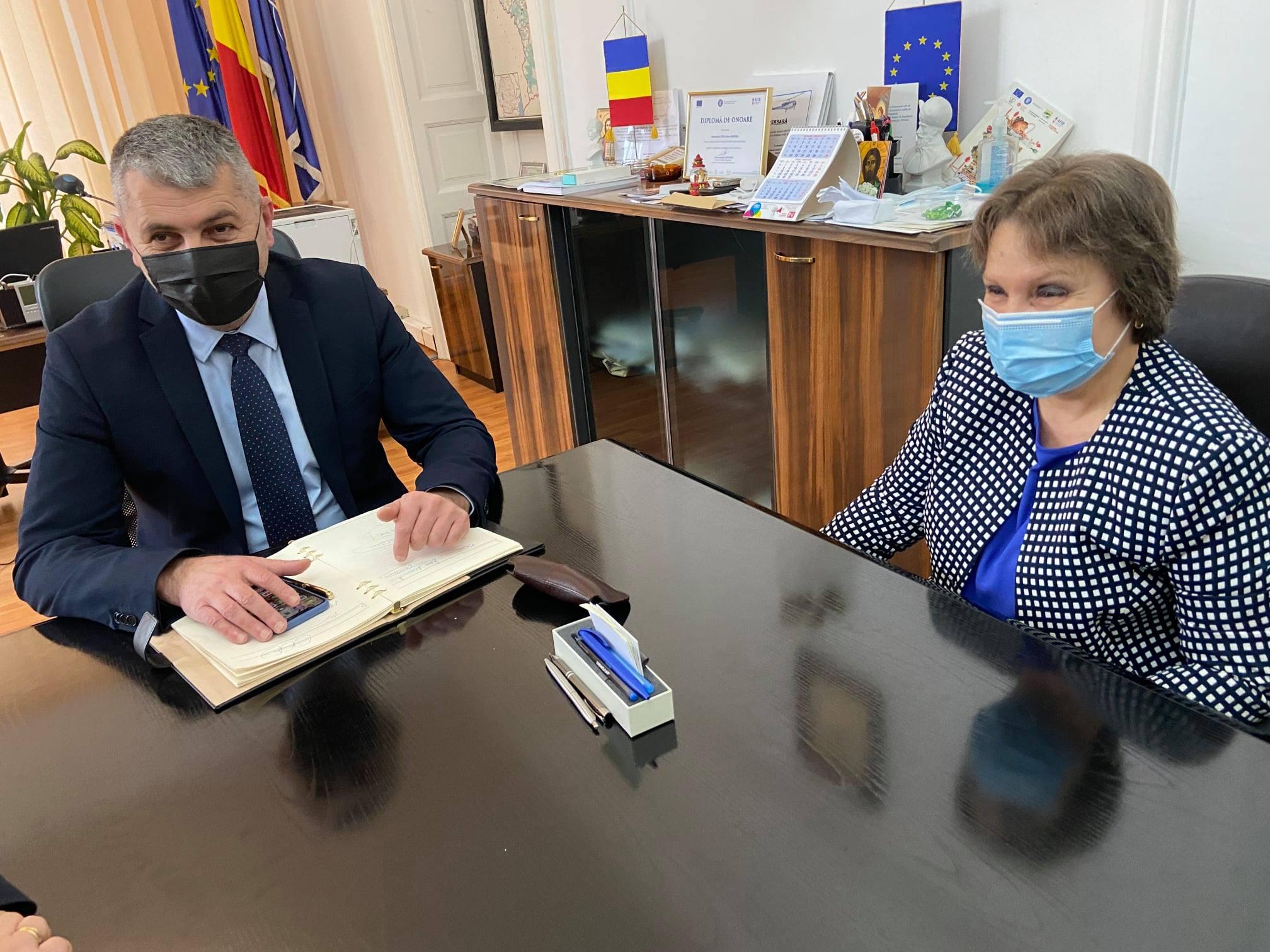 Întâlnire de lucru între prefectul judeţului şi preşedintele ANOFM, Maria Mareş. Situaţia şomajului tehnic, printre temele abordate în cadrul discuţiilor