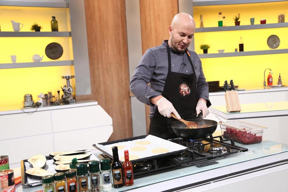 """Din bucătăria Penitenciarului Deva, la """"Chefi la cuţite"""". Marius Sînzieanu i-a impresionat pe juraţii celebrului show culinar"""