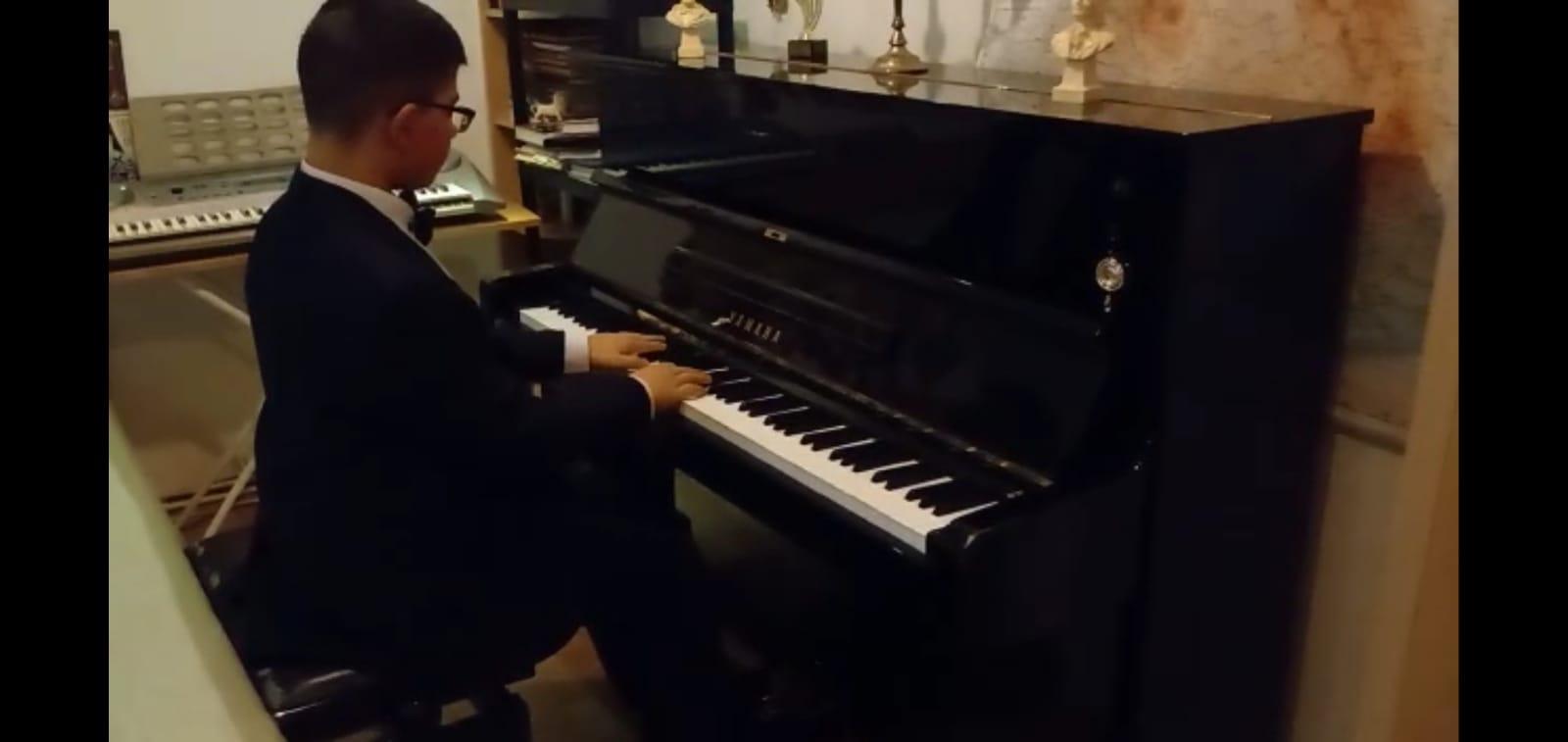 """Diplome de Excelență și de Merit pentru pianiștii de la Liceul de Artă """"Sigismund Toduță"""" din Deva"""