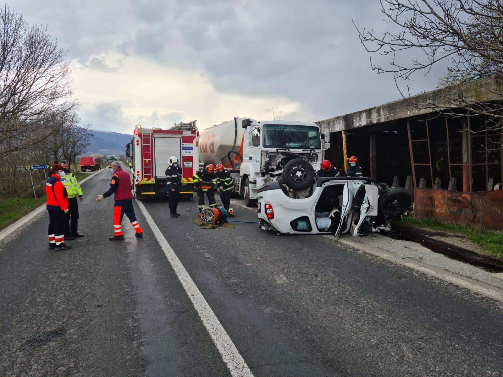 Cumplit accident rutier la Sarmizegetusa. Două persoane și-au pierdut viața