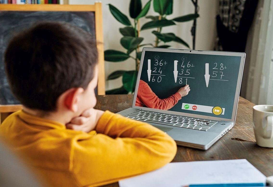 Elevii deveni primesc bursele școlare. Banii intră, luni, în conturile școlilor