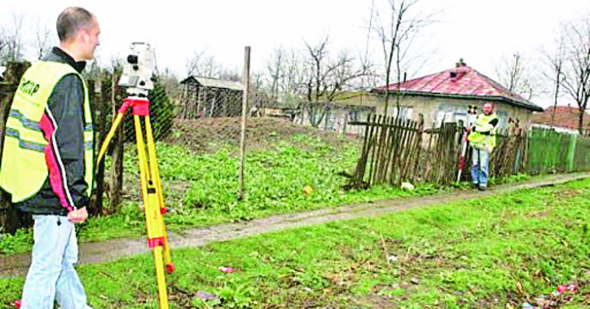 În comuna Pui, s-a dat startul cadastrării gratuite a imobilelor. Lucrările au început în satul Fizeşti şi vor continua