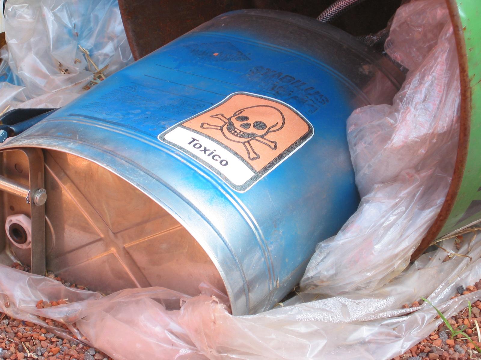 Deșeurile periculoase din resturile menajere sunt bombele toxice din depozitele pentru deșeuri