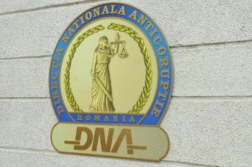 Fostul secretar general al Primăriei Deva, soțul și cumnatul său, trimiși în judecată de procurorii DNA. Dosarul, înregistrat la Tribunalul Hunedoara