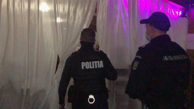 """Petrecere cu peste 100 de participanți, """"spartă"""" de oamenii legii"""