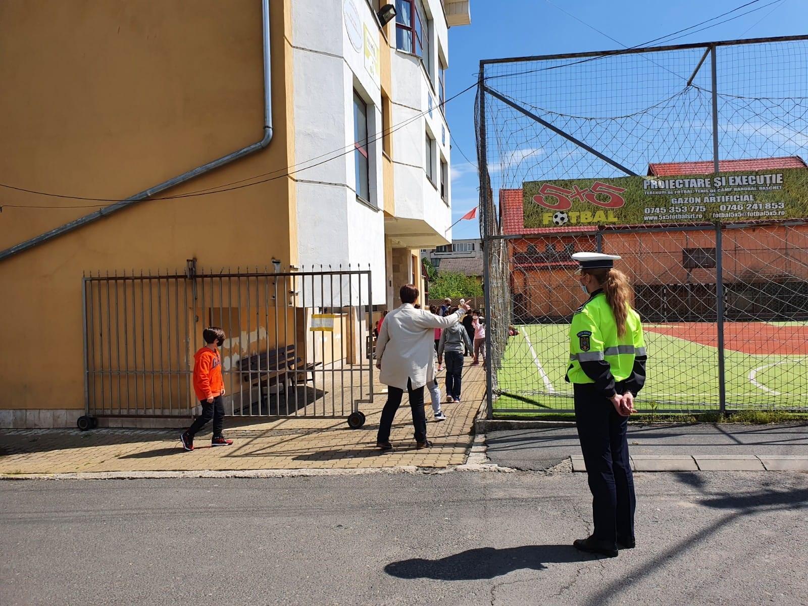 Ample acțiuni de verificare, ale polițiștilor hunedoreni, în școli