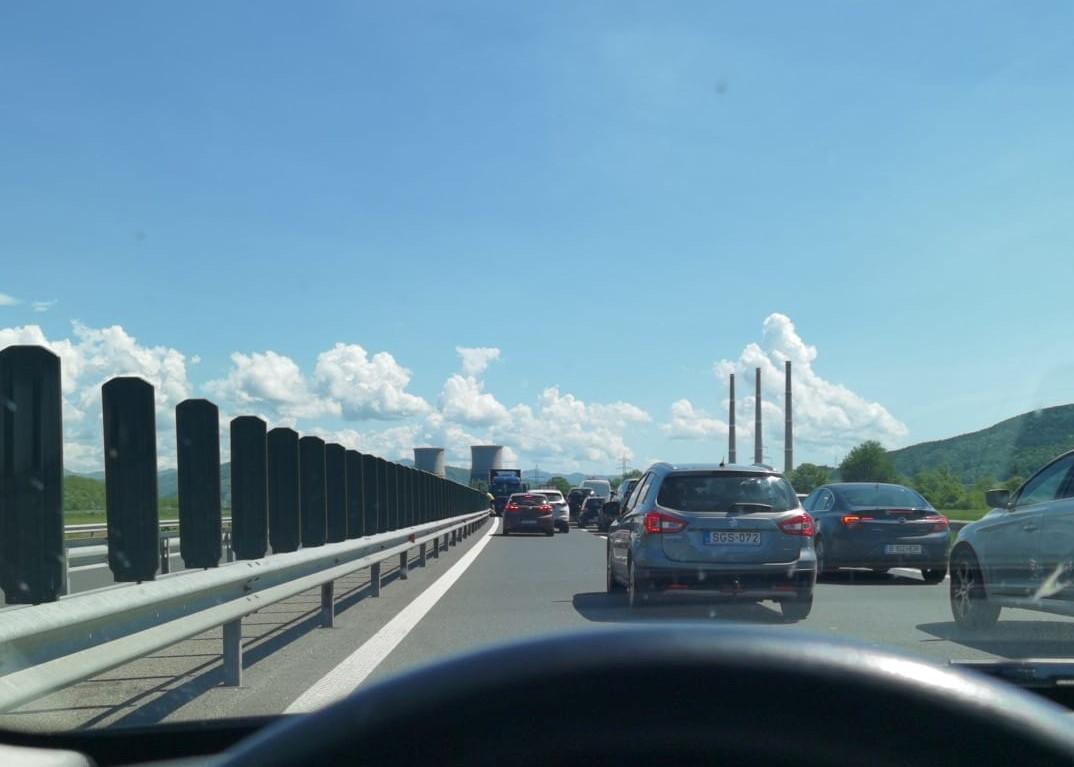 TIR pe contrasens, pe autostradă. Imagini surprinse aproape de Mintia
