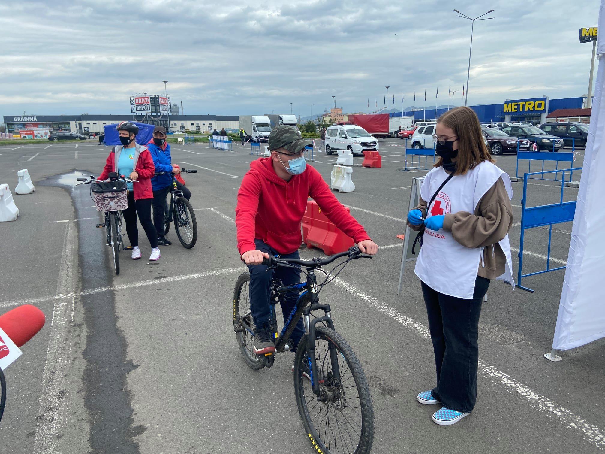 """În """"Vinerea verde"""", pe bicicletă, la vaccinare. Duminică sunt așteptați motocicliștii"""
