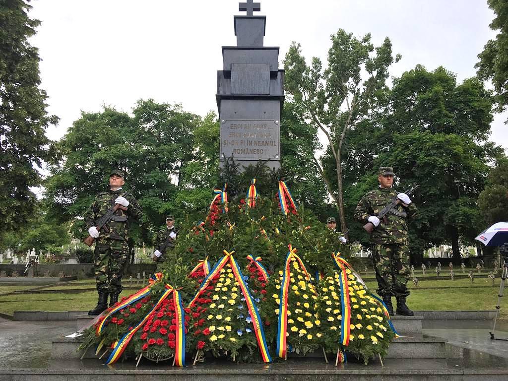 """""""Ziua Eroilor"""", celebrată de sărbătoarea Înălțarea Domnului. Ceremonial public în cimitirul de pe strada Călugăreni din Deva"""