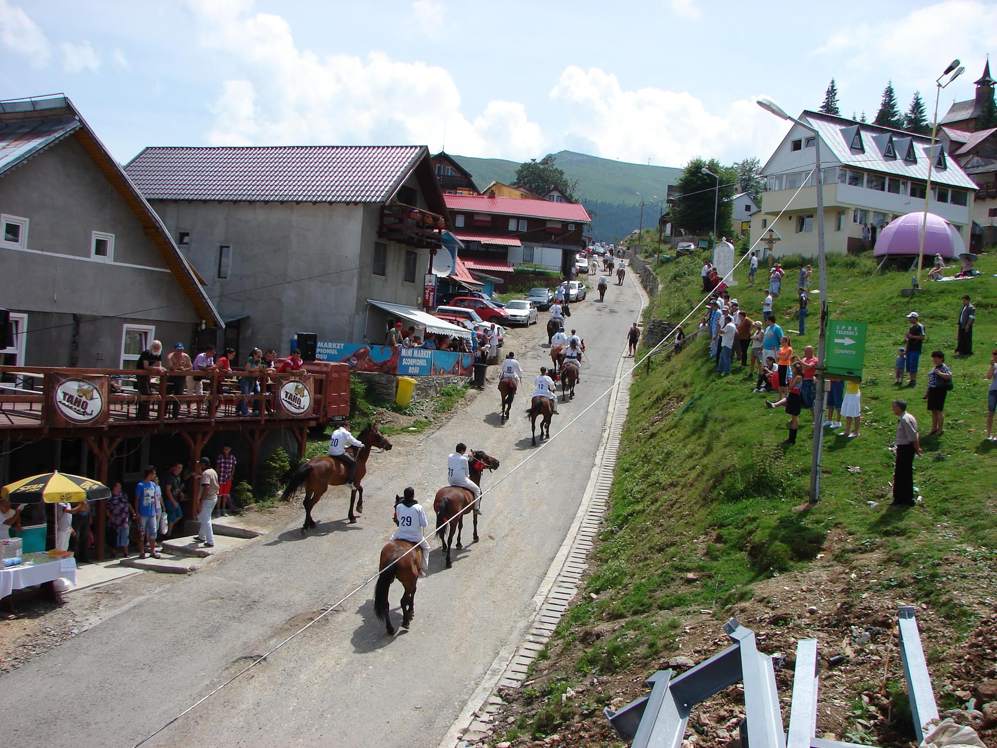 Nedeia Sânzienelor, tradiție în Straja. Concurs de cai și un spectacol susținut de artiști renumiți