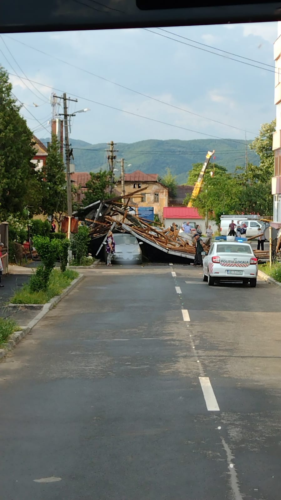 Furtuna a făcut ravagii, vineri seara, în mai multe localități din județ